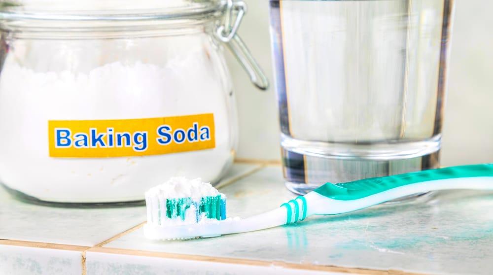 artlab-dentistry-yellow-teeth-baking-soda.jpg